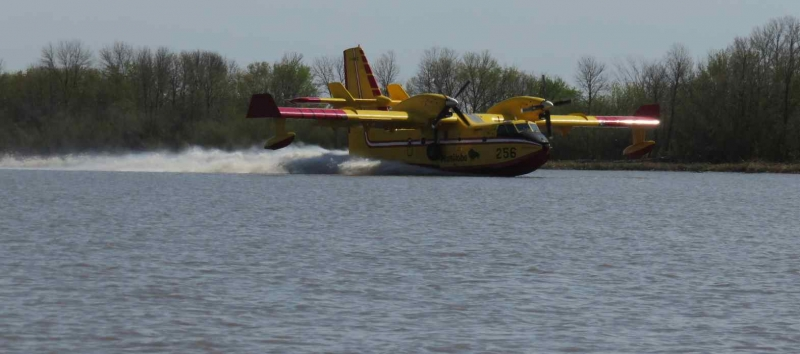 Water bomber reloading at Red River